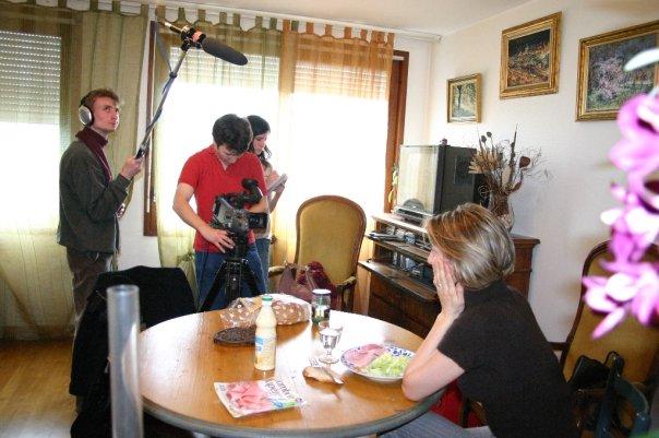 """Daniel Capeille, Cécile Desbrun, Jérémy Zucchi et Cécile Giroud sur le tournage du court-métrage """"Les Absents"""" (2008)"""